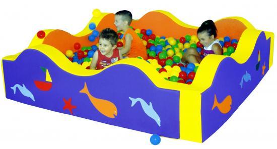 Piscina quadrata ad onde decorata con 1200 palline linea for Amazon piscina con palline