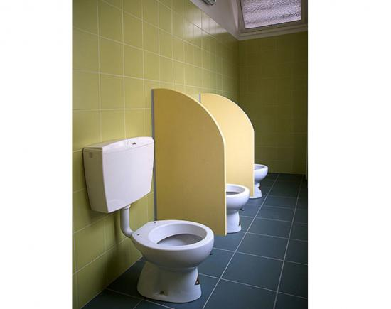 Linea divisori bagno paretine divisorie in laminato - Laminato in bagno ...